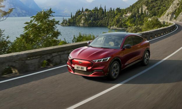 HØYREIST: Nye Mustang er ikke lav og sportslig lenger, og treffer derfor en større brukergruppe. Foto: Ford