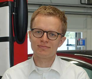 STOLT: Konnunikasjonssjef i Tesla Norge, Even Sandvold Roland er fornøyd med testresultatet. Foto: Christina Honningsvåg