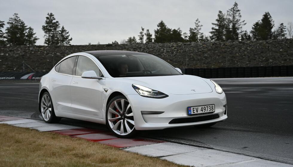 STORESLEM: Tesla Model 3 dro som ventet hjem seieren som månedens mest solgte bil i Norge i juni. Foto: Jamiseon Pothecary