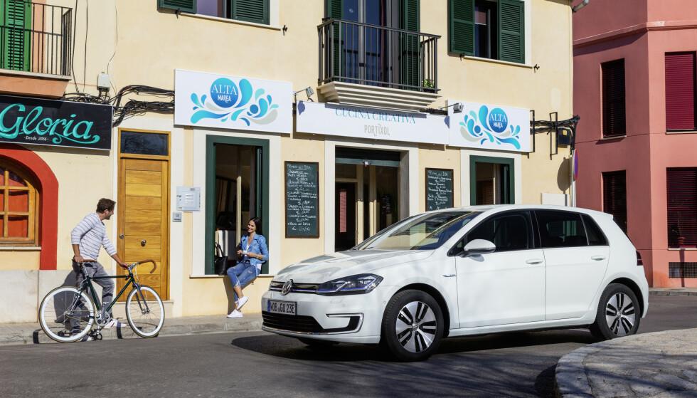 POPULÆR: VW e-Golf er en populær elbil, og kan nå fås fra 254.900 kroner. Foto: Fred Magne Skillebæk