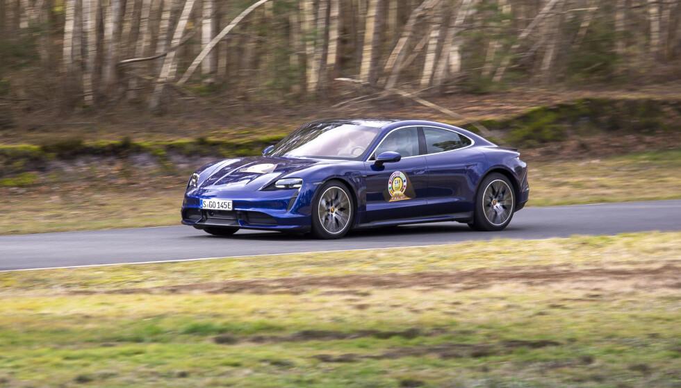 DYR, MEN RÅ: Porsche Taycan er en rå bil, men i flere markeder svært kostbar. Foto: Velimatti Honkanen