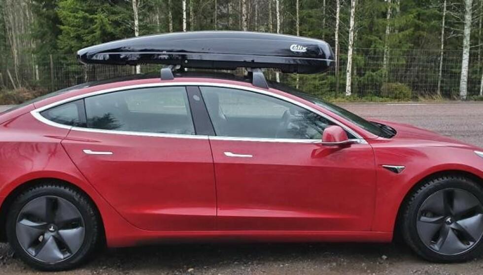 <strong>DRÅPEFORM:</strong> Når Peter Fritzson snur takboksen av merket Calix 430, får den et mer aerodynamisk utseende.