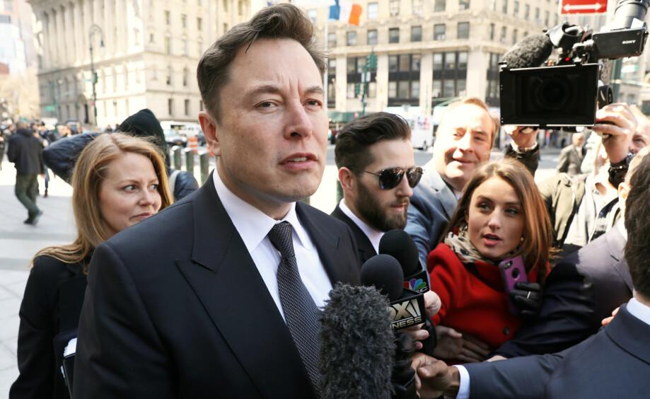 <strong>I SENTRUM:</strong> Elon Musk er sjelden sen med å tilby seg å hjelpe. Foto: Reuters/Brendan McDermid