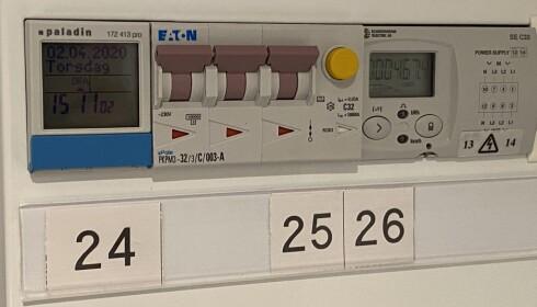EGEN MÅLER: Det er naturligvis fullt mulig å få egen måler for kursen til elbilladeren, noen med mulighet for å legge inn strømprisen. Foto: Fred Magne Skillebæk