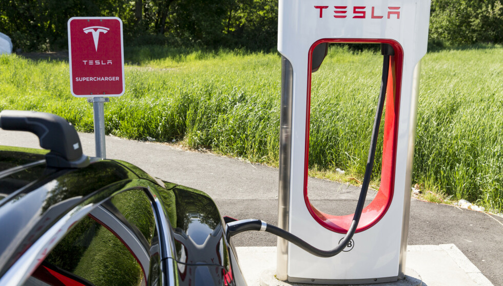 ØKER PRISENE: Tesla øker nå prisene for superlading, vil vil i praksis fortsatt være markedets rimeligste på lynlading. Foto: Tore Meek / NTB scanpix