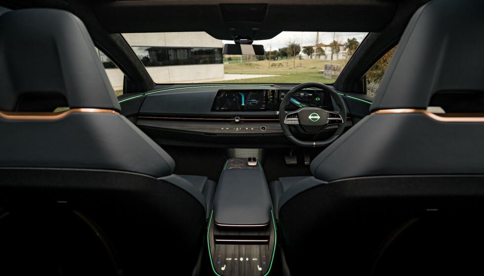 JUSTERBAR: Midtkonsollen er fleksibel, og kan skyves frem eller tilbake for å optimalisere behovet. Foto: Nissan