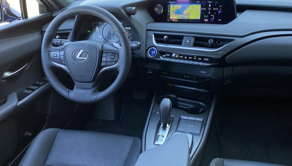 PREMIUM: Interiøret og den generelle opplevde kvalitetsfølelsen er svært god. Tesbilen var best utstyrte utgave. Foto: Fred Magne Skillebæk