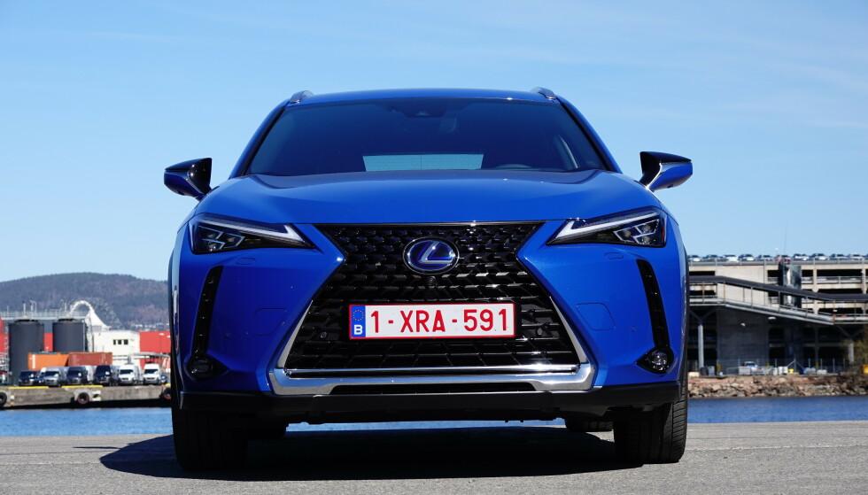 VELKJENT: Du kjenner igjen en Lexus når du ser den i speilet. Foto: Fred Magne Skillebæk