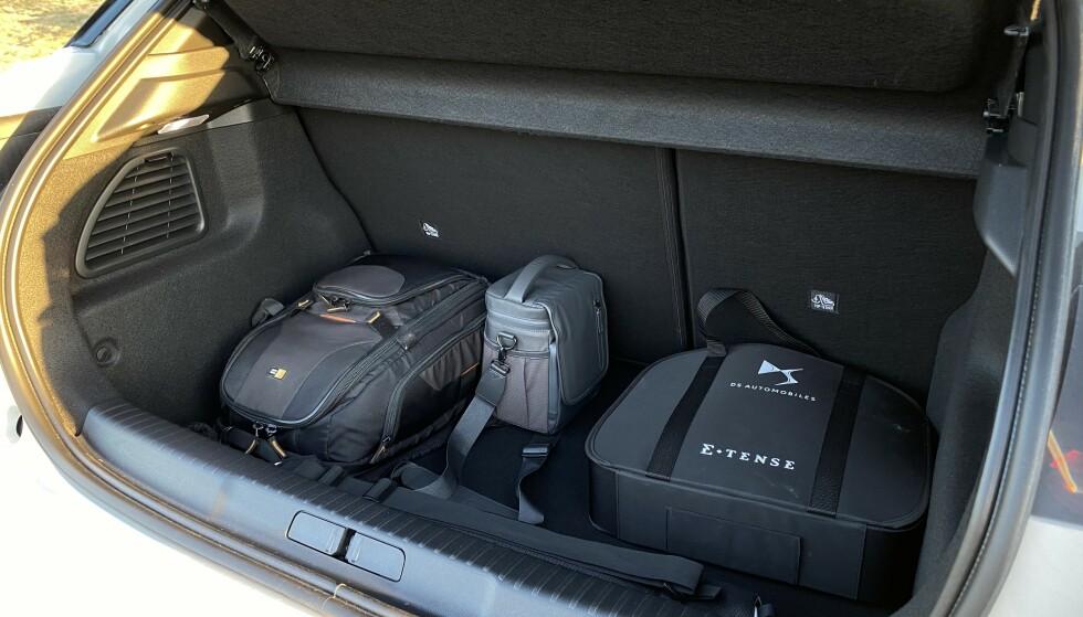 ANSTENDIG: Bagasjerommet gir deg 350 liter, før stolleken har begynt. Med ryggene lagt ned har du 1.050 liter å fylle. Foto: Fred Magne Skillebæk