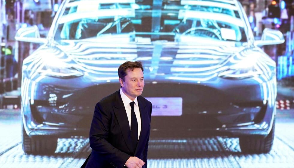 KINA-FABRIKK: Elon Musk under åpningen av fabrikken i Shanghai. Snart kan også norske kunder få biler derfra. Foto: Reuters