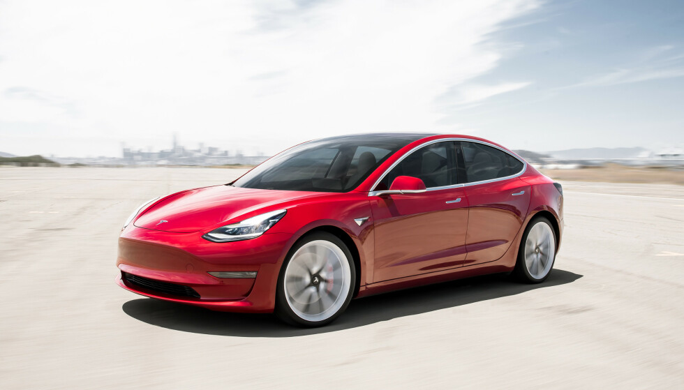 SUKSESS: Tesla Model 3 har vært merkets største suksess til nå, også i Norge. Foto: Tesla