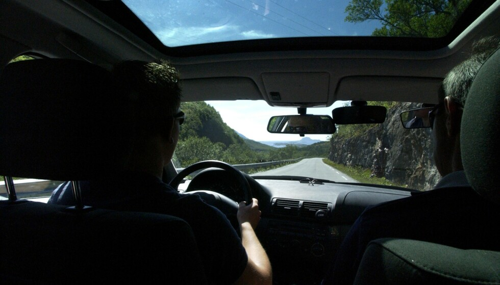 ELEKTRISK SKOLEBIL: Flere unge velger å ta førerkort for kun biler med automatgir. Foto: OLAV URDAHL