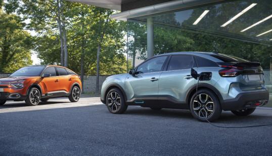 LADELUKEN: Som bildene viser, sitter den på venstra bakskjerm. Foto: Citroën
