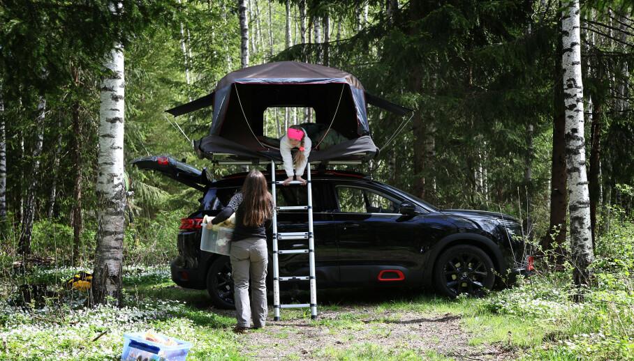 Kan du ha takboks på taket, kan du ha et taktelt – med et par forutsetninger. Du må selvfølgelig sjekke tillatt taklast på bilen, så bilene med lav tillat taklast kan ikke brukes med denne løsningen. (Foto: NAF).