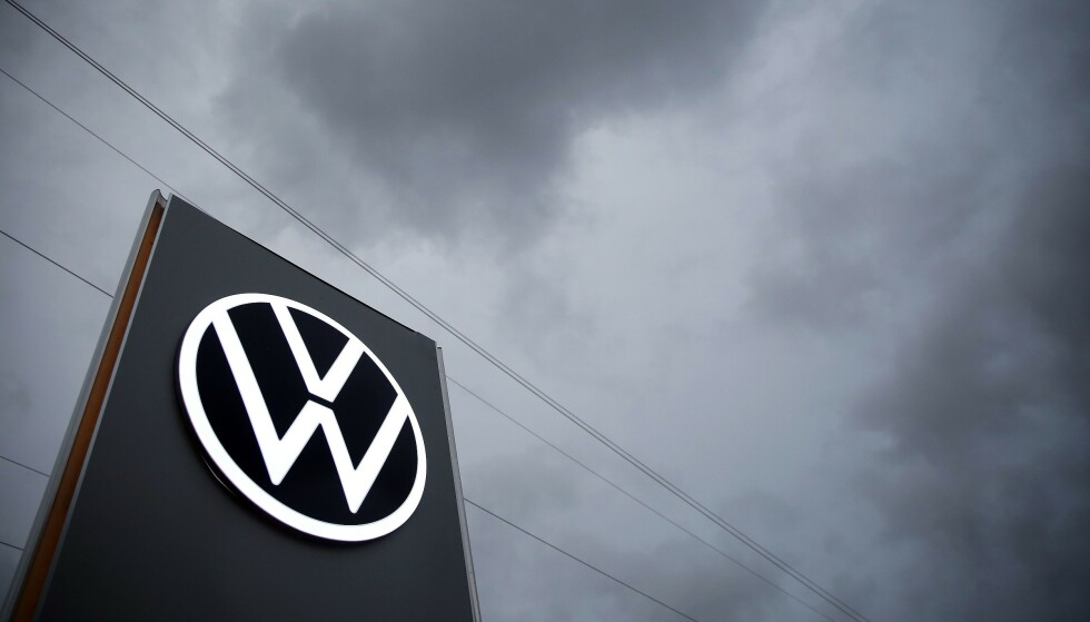 MØRKE SKYER: Det lå en periode svært mørke skyer over Wolfsburg - VWs hjemsted. Foto: Ronny Hartmann / AFP