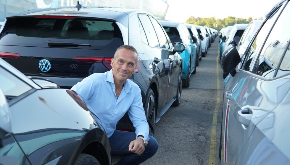 SPENT: VW-sjef Harald Edvardsen-Eibak har ventet lenge på denne dagen. I begynnelsen av september får de første kundene sine biler.