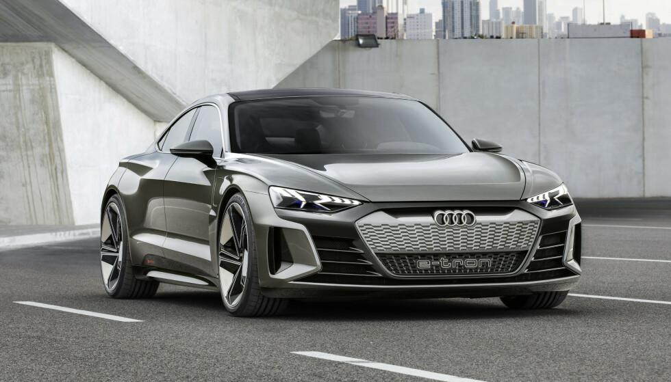 FLAT OG BRED: De vitale mål er omtrent i samme område som Porsche Taycan. Foto: Audi