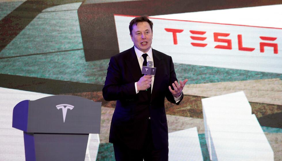 SJEFEN SJØL: Tesla-sjef Elon Musk er kjent for å avsløre litt av hvert på Twitter. Denne gangen dreier det seg om forholdet til Apple. Foto: Aly Song / Reuters