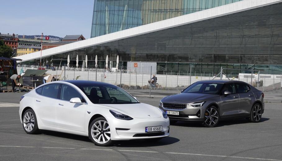 TO KAMPHANER: Men hvilken bil trekker det lengste strået? Foto: Fred Magne Skillebæk