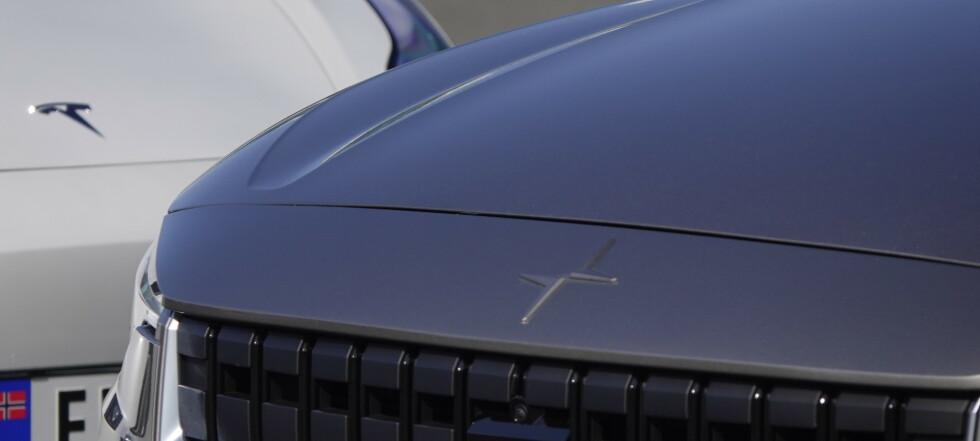 Polestar 2 ypper seg på Tesla Model 3