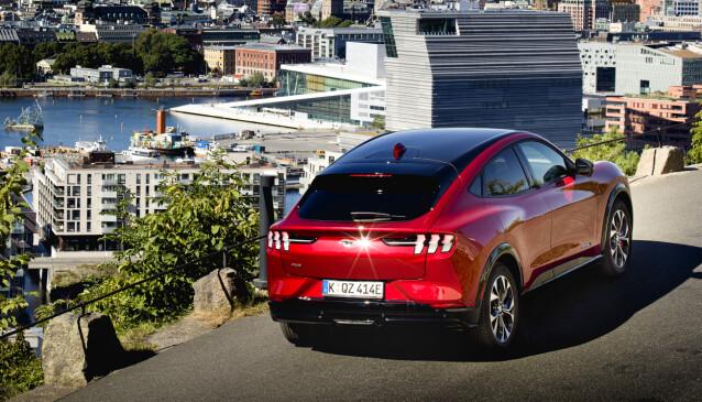 MUSTANG-GENER: Det er stort sett bare et snev av likhet som skaper slektskapet til den Mustang vi kjenner fra før. Men det kan være godt nok. Foto: Ford