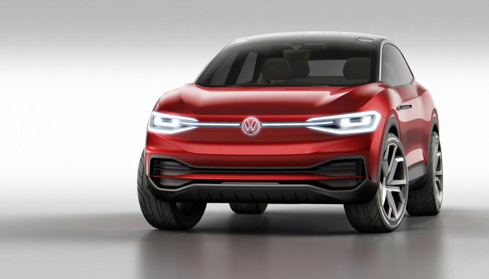 NÆR SLEKTNING: Fronten på konseptbilene av ID.4 og ID.5 er identiske. Det blir antagelig produksjonsmodellene også. Foto: VW