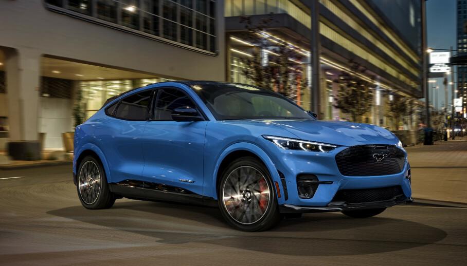 Mustang Mach-E GT: Verstingmodellen GT kommer i særegne farger, som denne blåfargen. Foto: Ford
