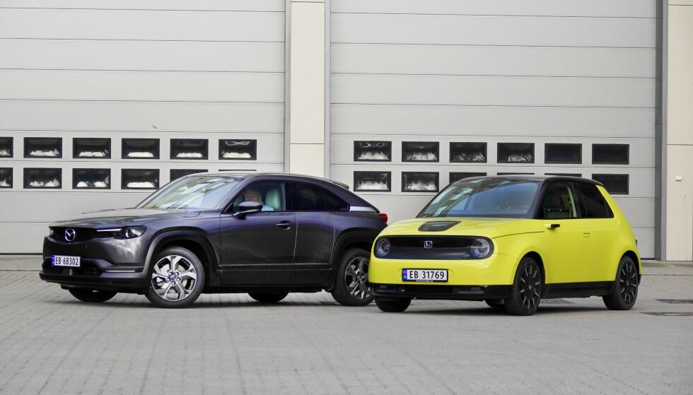 LIKE, MEN ULIKE: Mye er helt likt, men så stikker de i hver sin retning - Mazda MX-30 og Honda e. Foto: Fred Magne Skillebæk