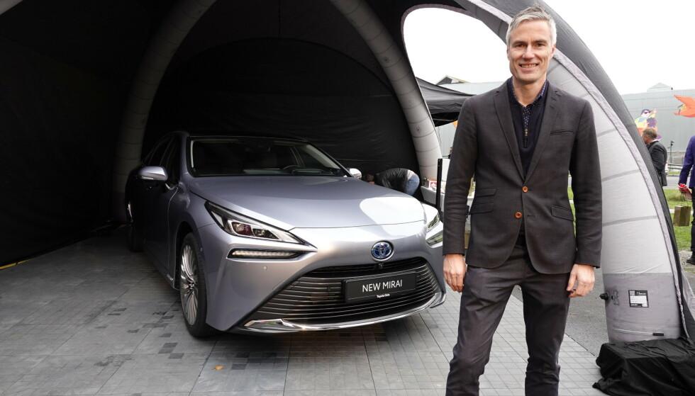 2. GENERASJON: En ny generasjon Toyota Mirai kommer til landet rett over nyåret, forteller Espen Olsen fra Toyota Norge. Foto: Fred Magne Skillebæk