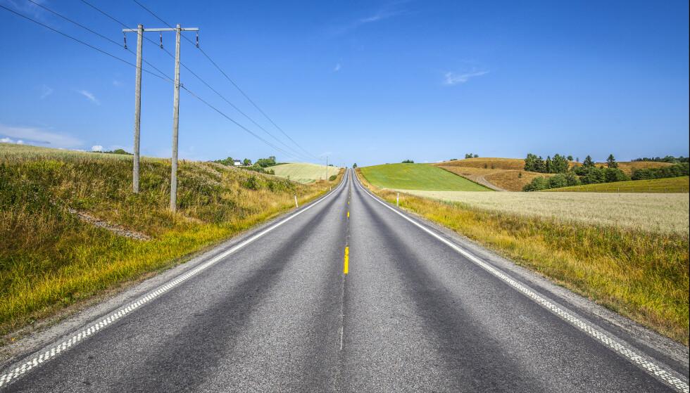 Regjeringen må sørge for at det blir like enkelt å kjøre elbil på bygda som i byen, mener Elbilforeningen. Første steg er å skaffe flere hurtigladestasjoner på fylkesveiene. Foto: Halvard Alvik, NTB