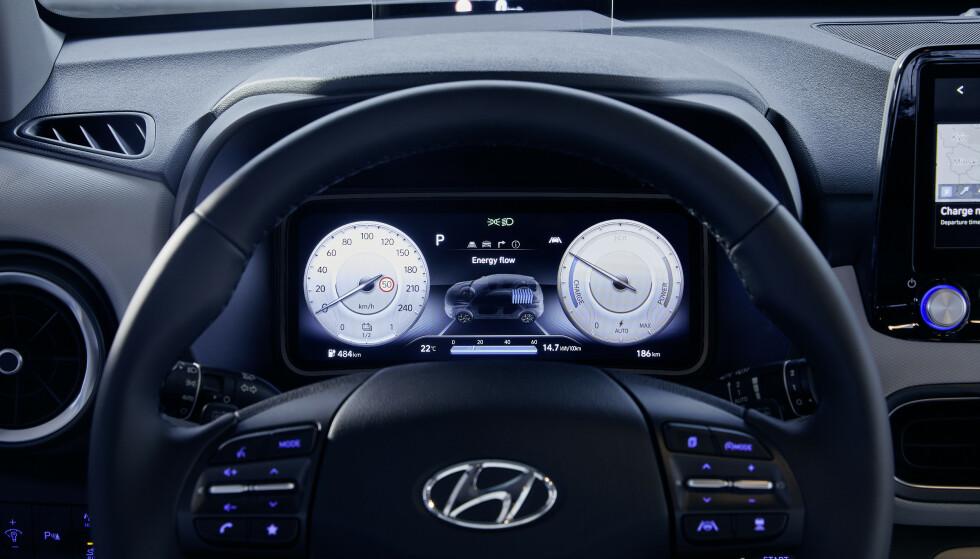 NY SKJERM: Bilen får nå en 10,25 toms skjerm foran rattet, i tillegg til det samme over midtkonsollen. Foto: Hyundai.