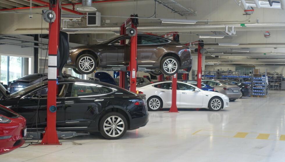 Slippe verksted: Tesla har erfart at kundene aller helt vil slippe å levere bilen på verkstedet. Foto: Tesla