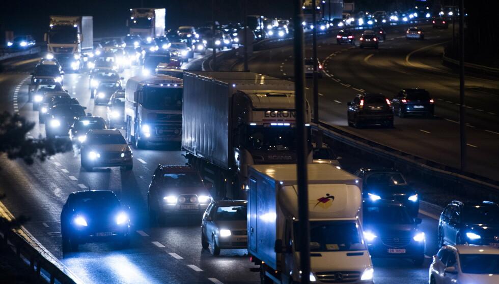 Elbilforeningen og NAF mener momsfritaket må beholdes lenge nok. Om det fjernes, og fossilbiler i tillegg får pålagt avgifter, vil alle biler i Norge bli dyrere. Foto: Jon Olav Nesvold / NTB