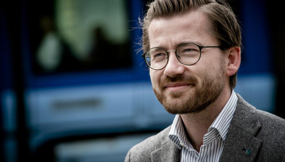Klima- og miljøminister Sveinung Rotevatn (V) sier ja til soner med forbud mot fossilbiler i byer som Oslo og Bergen. Foto: NTB