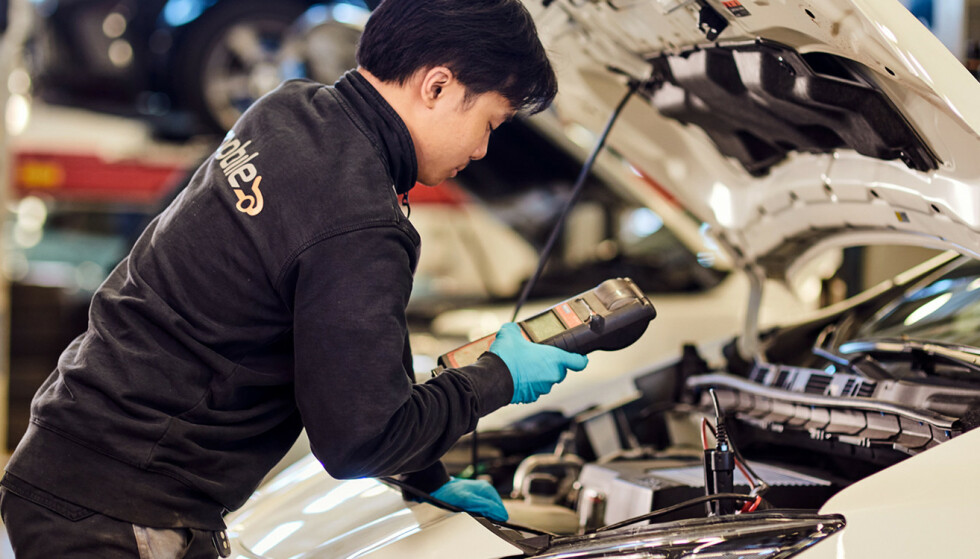 Feil på batteriet: Hvis rekkevidden faller unormalt kan det være feil på batteriet. Da kan et besøk på et batteriverksted være lurt. Foto: Mobile