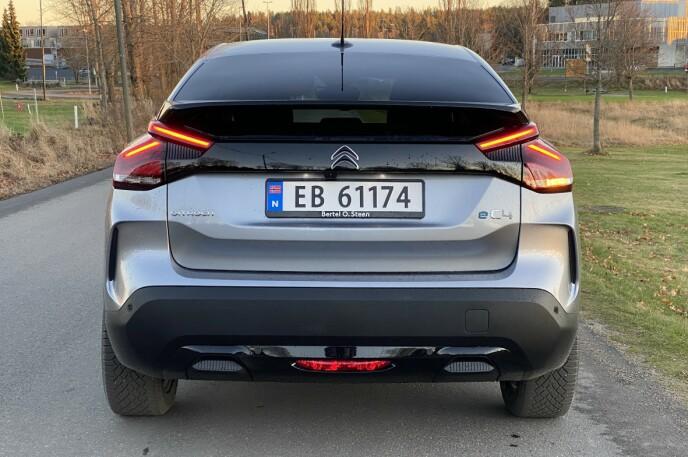 """AVSLØRER: En """"e"""" foran C4 forteller at bilen er den fullelektriske utgaven. Foto: Fred Magne Skillebæk"""