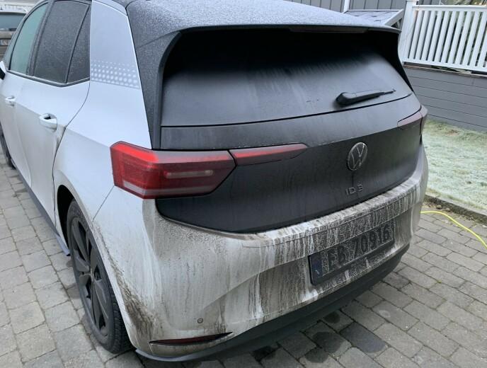 PÅ TIDE MED VASK: Bilen har godt av en avspyling og aller helst grundig vask etter en tur over fjellet vinterstid. Foto: Bjørn Eirik Loftås