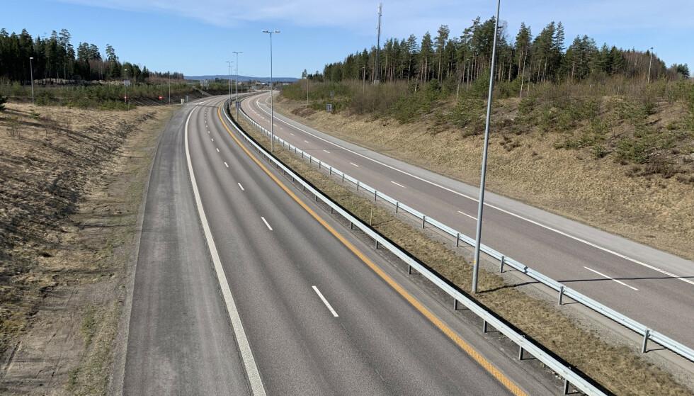 SENKER KRAVENE: Trenger alle firefelts motorveier å være 23 meter brede? Nei, mener Statens vegvesen. Regjeringen åpner nå for større fleksibilitet, noe som kan resultere i langt flere firefeltsveier. Foto: Bjørn Eirik Loftås