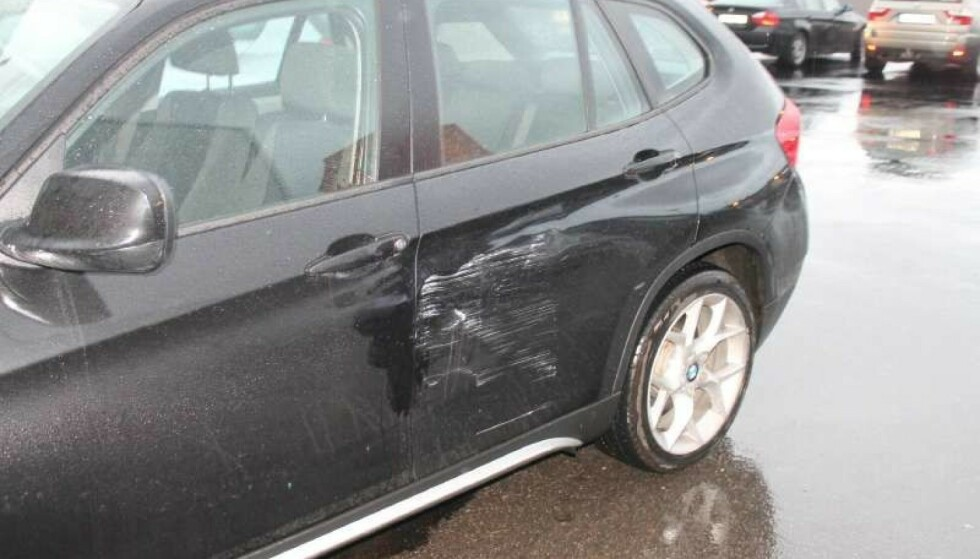 KJEDELIG: Å komme ut fra handlesenteret og oppdage store skader på bilen, er en kjedelig opplevelse i førjulsstria. Denne helga ventes å være ekstra ille. Foto: Gjensidige