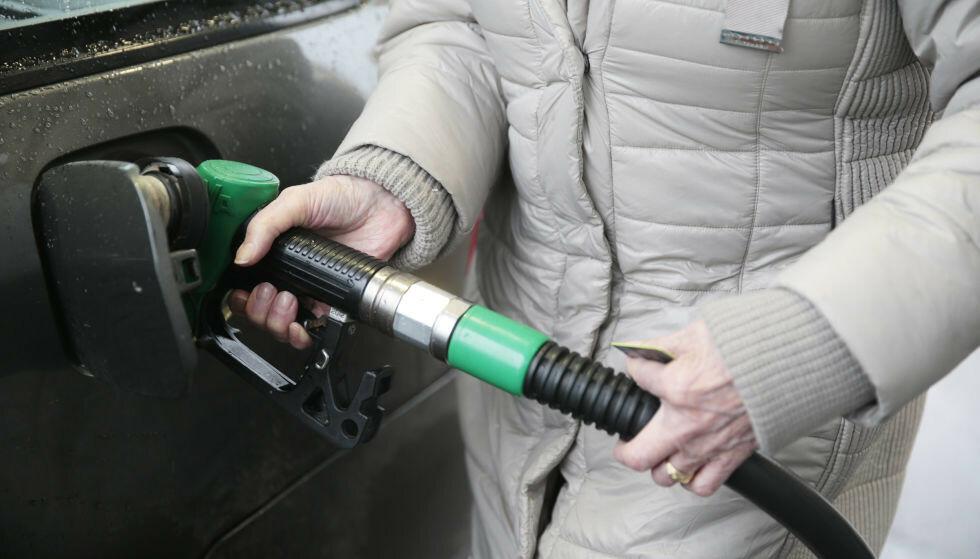 FYLLER MINDRE: Nedgangen i salg av petroleumsprodukter fortsetter i november. Foto: Lise Åserud/NTB