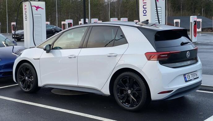 POPULÆR: VW ID.3 ble Norges mest registrerte bil i november. Vi har sjekket ut hvordan den takler den norske fjellheimen i mange minusgrader. Foto: Fred Magne Skillebæk