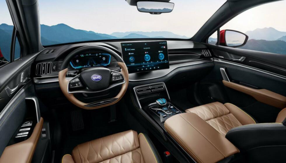 LUKSUS: Tang skal ha en opplevd kvalitet som matcher andre biler i premium-segmentet, lover BYDs norske salgssjef. Foto: BYD