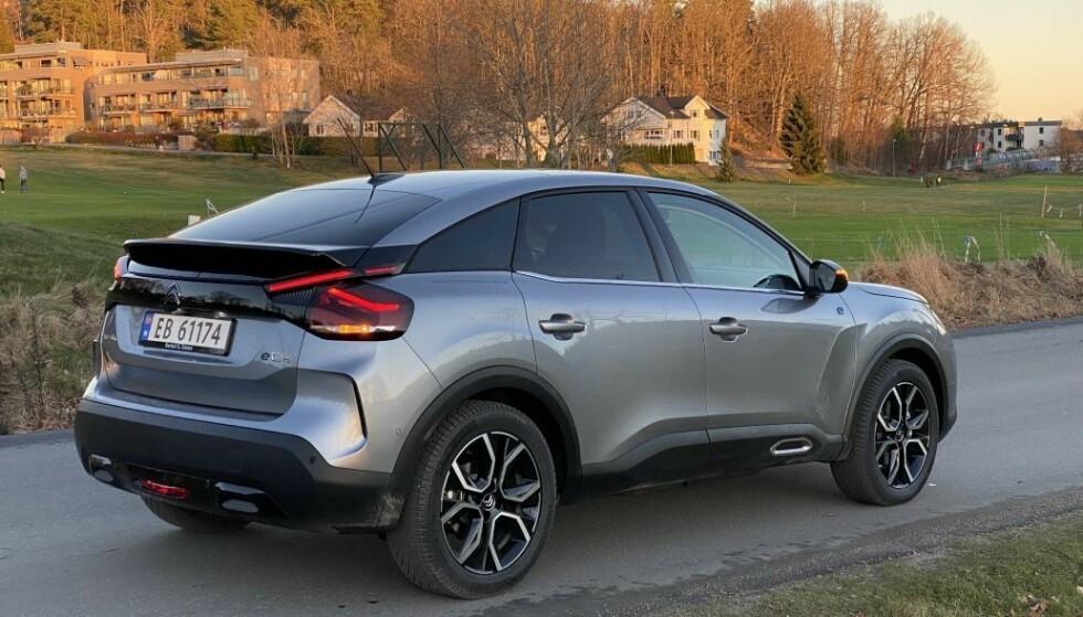 KOMPAKT-SUV: Nye Citroën ë-C4 koster fra 284.900 kroner når den kommer på markedet på nyåret. Foto: Fred Magne Skillebæk
