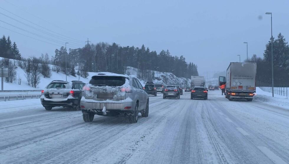 SKAPTE TRØBBEL: Flere steder på Østlandet falt det flere titalls centimeter med snø i går. Det gjenspeiles i innrapporterte skadesaker. Foto: Bjørn Eirik Loftås