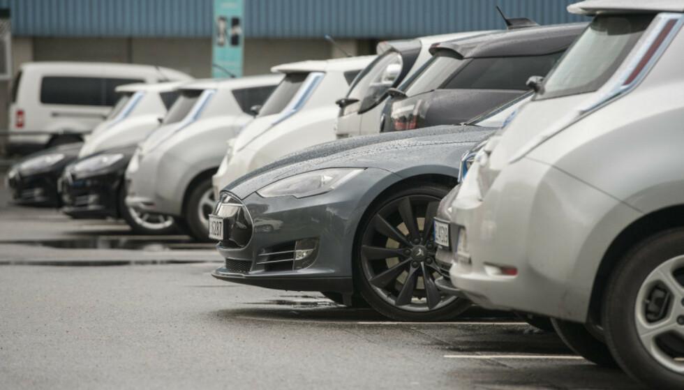 MYE Å VELGE I: Det ligger nesten 2000 flere brukte elbiler til salgs på Finn nå, enn i januar. Prisene starter på 6000 kroner. Foto: NTB