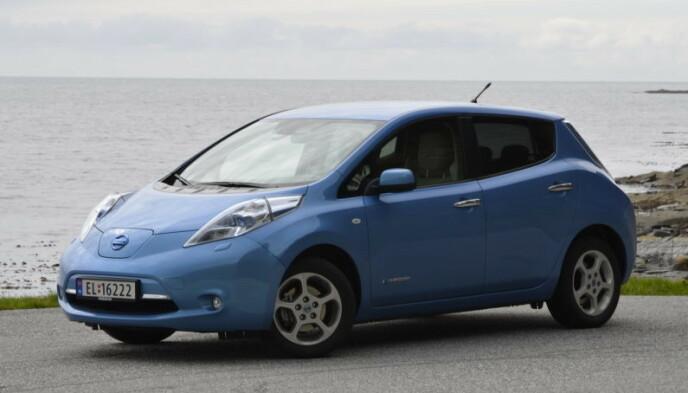 FØRSTE GENERASJON LEAF: Du kan få en Nissan Leaf 2011-modell for 36.000 kroner på Finn. Bilen på bildet er en 2012-modell, men utseendet er identisk med 2011-modellen. Foto: Stein Inge Stølen