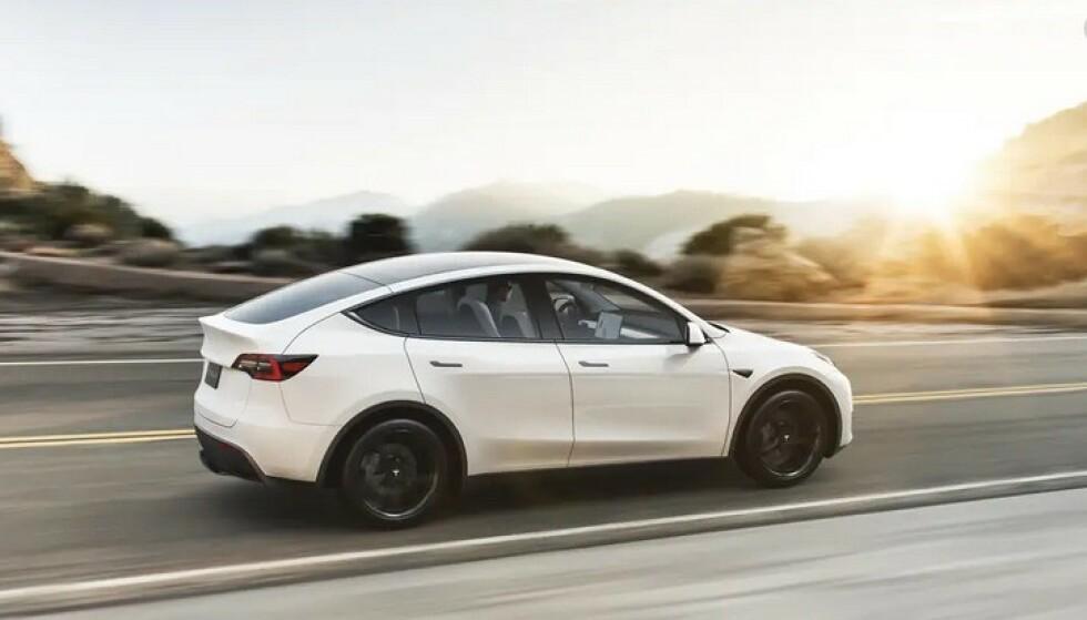 KOMPAKT-SUV: Tesla Model Y er en større og mer praktisk utgave enn Model 3, en innertier for det norske markedet. Foto: Tesla