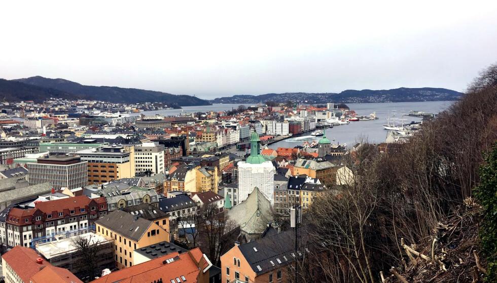 BERGEN: Byen mellom de sju fjell har ofte slitt med dårlig luftkvalitet, spesielt på vinteren. Foto: Bjørn Eirik Loftås