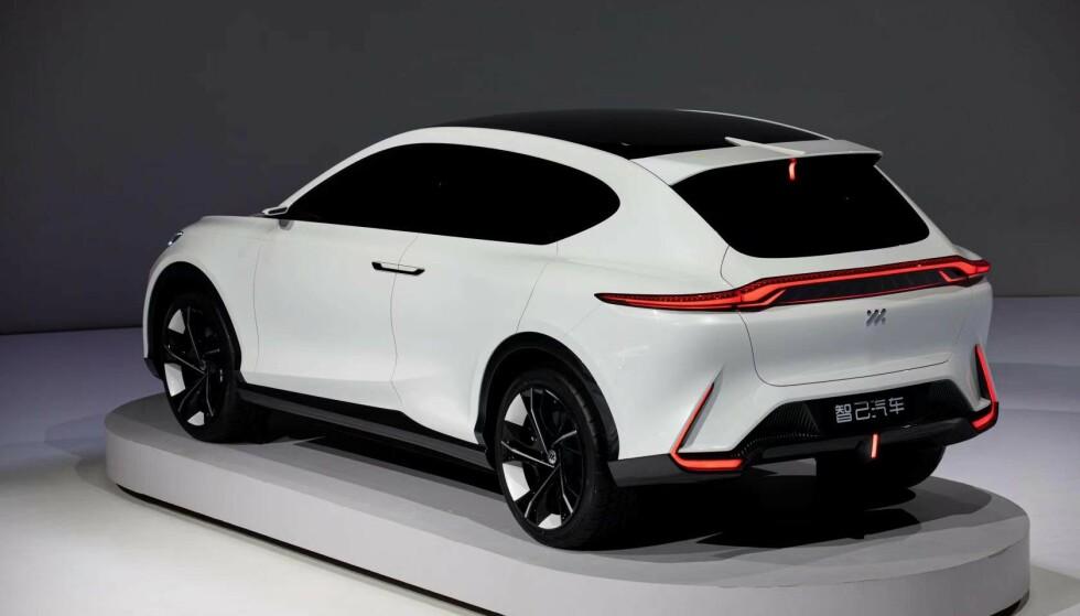 EL-SUV: Og det med designelementer som ligner til forveksling på Aston Martin DBX. Foto: SAIC
