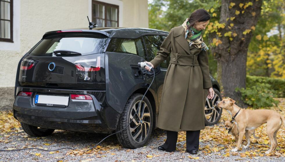 STRØMTOPP: Setter du bilen til lading med en gang du kommer hjem fra jobben treffer du trolig tidspunktet når belastningen på nettet er størst. Foto: Fortum